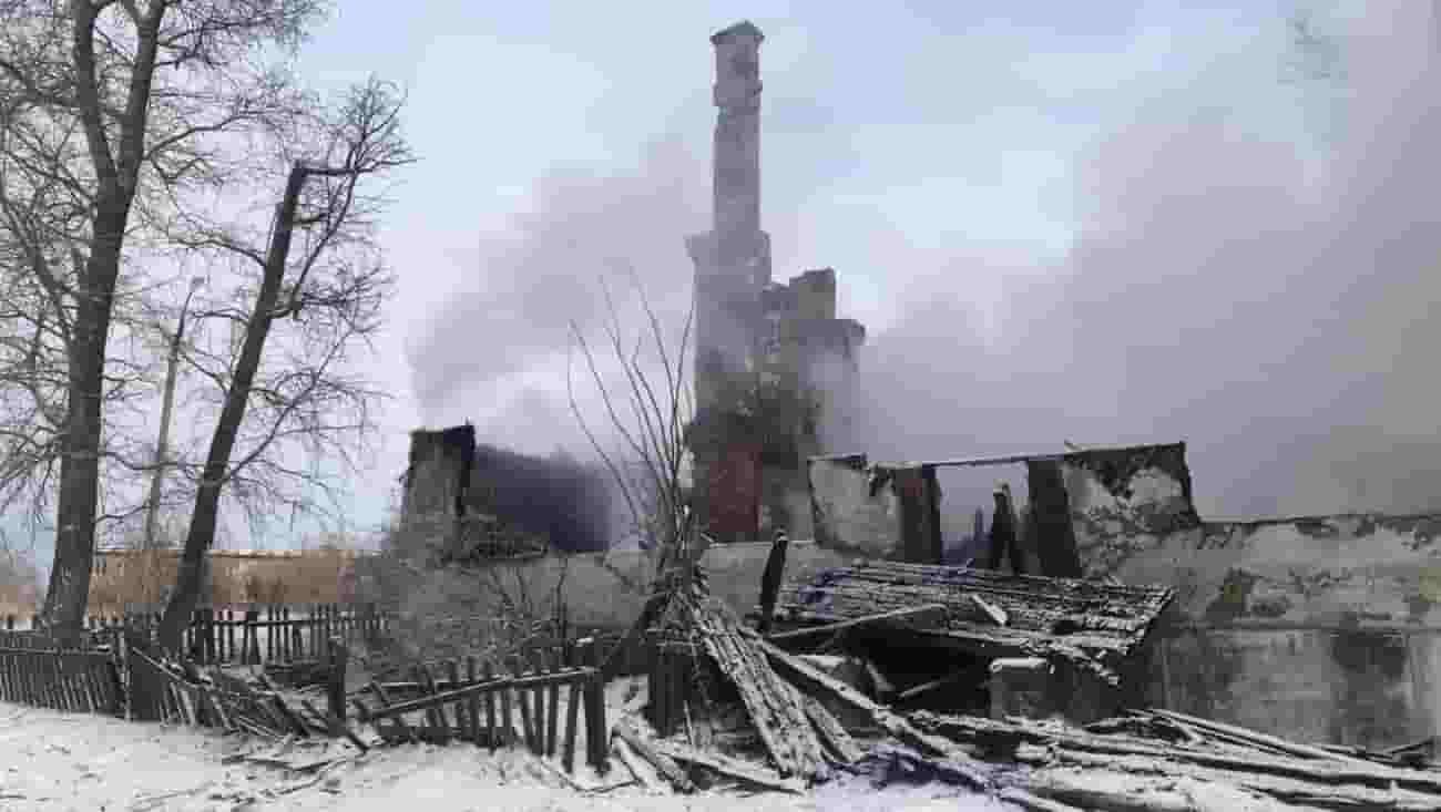 В Звенигово горел расселенный 2-этажный дом.